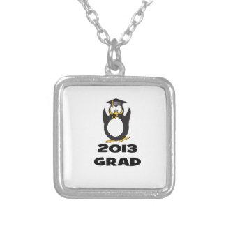 Pingüino divertido 2013 de la graduación pendientes
