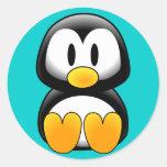 Pingüino divertido lindo del bebé etiquetas redondas