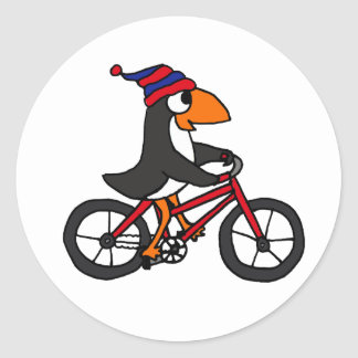 Pingüino divertido que monta la bicicleta roja etiquetas redondas