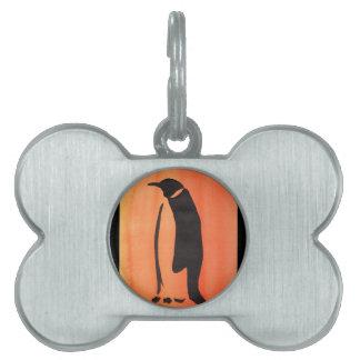 Pingüino en el naranja placas mascota