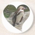 pingüino en forma del corazón posavasos personalizados