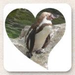 pingüino en forma del corazón posavaso