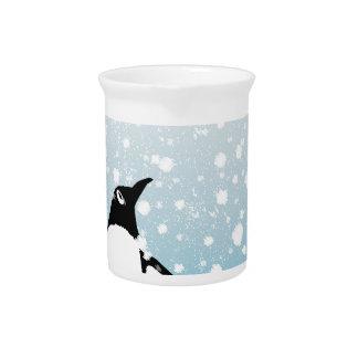 Pingüino en la nieve jarras