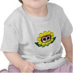 Pingüino en traje amarillo de la flor camiseta