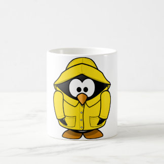 Pingüino en una taza del impermeable