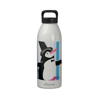 Pingüino encantador en la cortina azul botella de beber