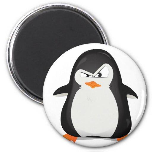Pingüino enojado imán redondo 5 cm