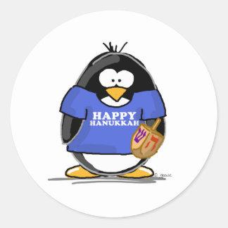 Pingüino feliz de Jánuca Pegatina Redonda
