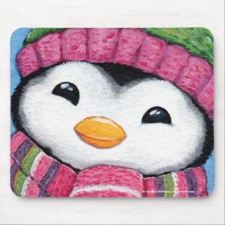 Pingüino feliz lindo vestido para el invierno alfombrilla de ratones