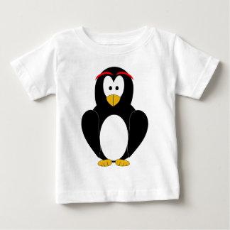 Pingüino feliz tee shirts