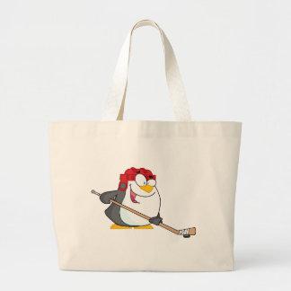 Pingüino feliz que juega a hockey sobre hielo bolsa de mano