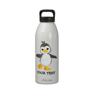 Pingüino feliz botallas de agua