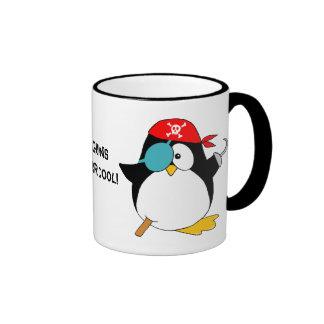 Pingüino fresco del pirata taza de dos colores