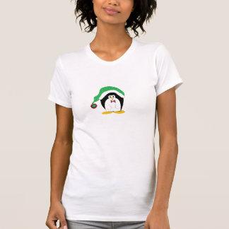 Pingüino fresco en un gorra verde de Christms T Shirt