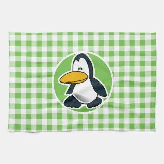Pingüino; Guinga verde Toallas De Mano