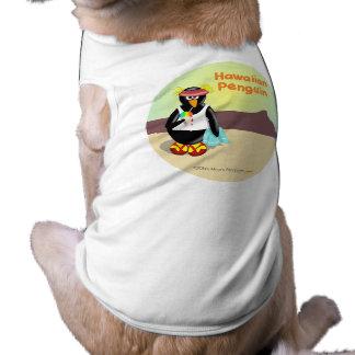 Pingüino hawaiano en la camisa divertida del perro camisa de perro