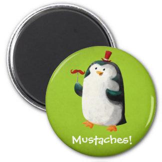 Pingüino lindo con los bigotes imán redondo 5 cm