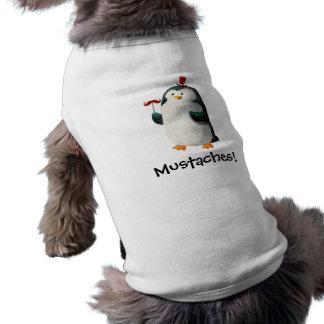 Pingüino lindo con los bigotes camiseta de perrito