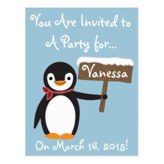 Pingüino lindo con personalizable rayado de la postal