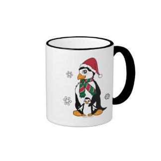 Pingüino lindo de Momma y del bebé en el navidad Taza A Dos Colores