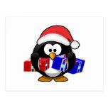 Pingüino lindo de Santa con los regalos Postal