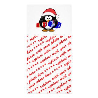 Pingüino lindo de Santa con los regalos Tarjetas Fotograficas Personalizadas