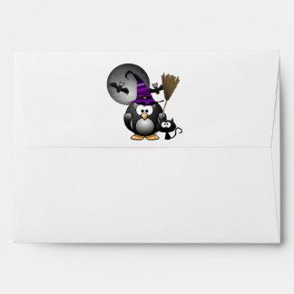 Pingüino lindo de Witchy con la escena de Sobre