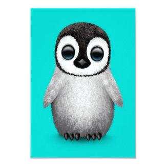 """Pingüino lindo del bebé en azul claro invitación 3.5"""" x 5"""""""