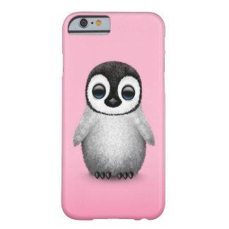 Pingüino lindo del bebé en rosa funda de iPhone 6 barely there
