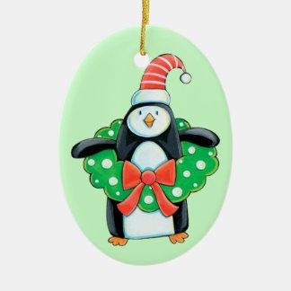 Pingüino lindo del día de fiesta adorno ovalado de cerámica