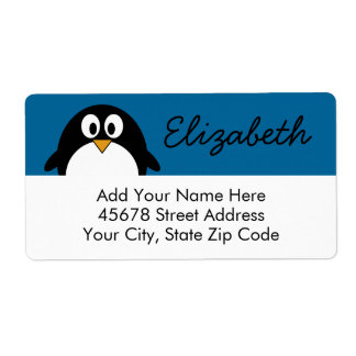 pingüino lindo del dibujo animado con el fondo azu etiqueta de envío