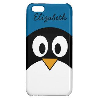 pingüino lindo del dibujo animado con el fondo azu