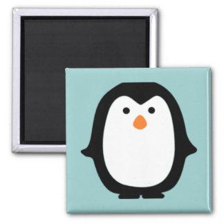 Pingüino lindo del dibujo animado imán cuadrado