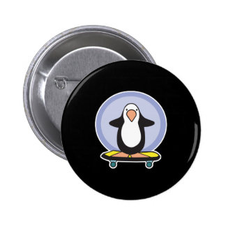 pingüino lindo del monopatín pin redondo 5 cm