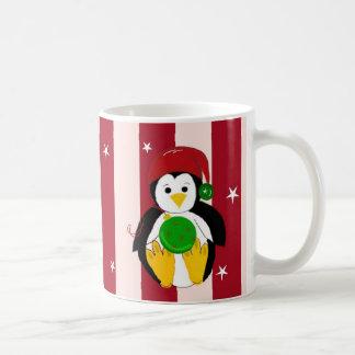 Pingüino lindo del navidad del bebé taza