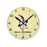 Pingüino lindo del navidad relojes