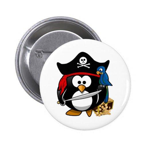 Pingüino lindo del pirata con el cofre del tesoro pin