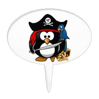 Pingüino lindo del pirata con el cofre del tesoro decoración de tarta