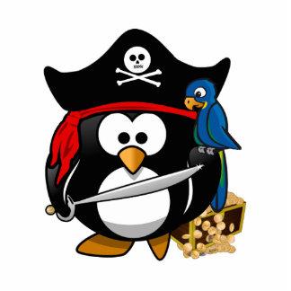 Pingüino lindo del pirata con el cofre del tesoro esculturas fotograficas