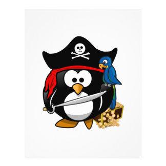 Pingüino lindo del pirata con el cofre del tesoro tarjetas publicitarias