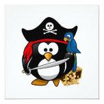 Pingüino lindo del pirata con el cofre del tesoro invitacion personalizada