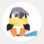 Pingüino lindo del pirata de Goofkins Etiquetas Redondas