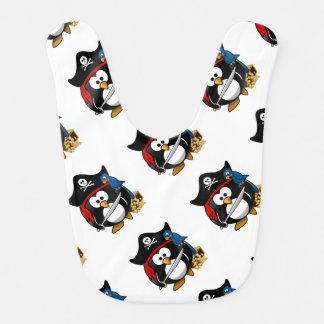 Pingüino lindo del pirata del dibujo animado con baberos de bebé