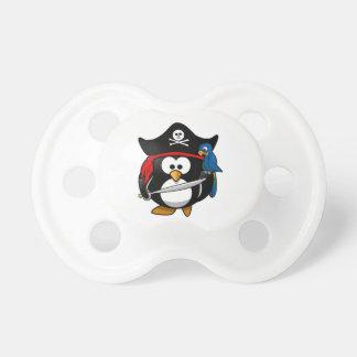 Pingüino lindo del pirata del dibujo animado con e chupete