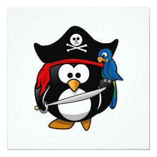 Pingüino lindo del pirata del dibujo animado con invitacion personal
