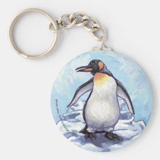 Pingüino lindo en azul llavero redondo tipo pin