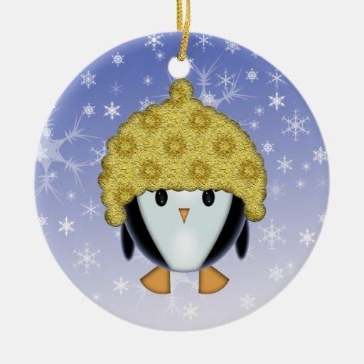 Pingüino lindo en el ornamento del gorra adorno