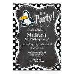 Pingüino lindo en lunares blancos y negros anuncios personalizados