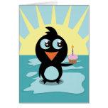 Pingüino lindo que se coloca en el hielo felicitacion