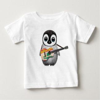 Pingüino lindo que toca la guitarra de la bandera poleras